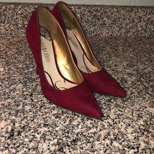 Beautiful and sexy red suede heels. ❤️👠